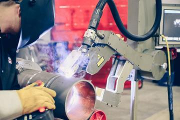 image of Collaborative Robots Give Manufacturers a Safer Cutting Edge